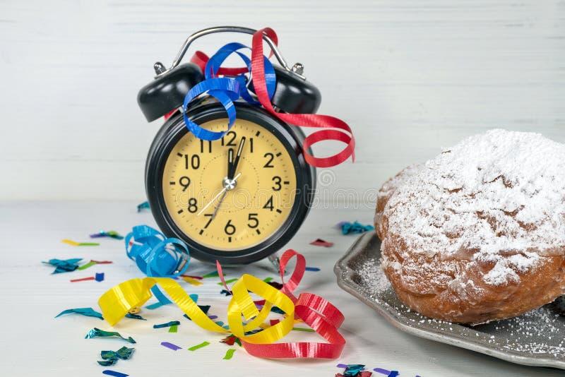 与时钟的荷兰肥胖球 免版税库存照片
