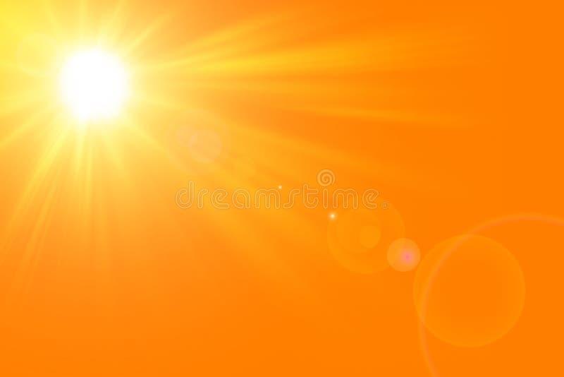 与明亮的太阳的晴朗的夏天背景在橙色背景 免版税库存照片