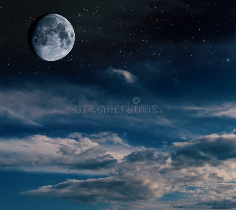 与星和星云的月亮 免版税库存照片