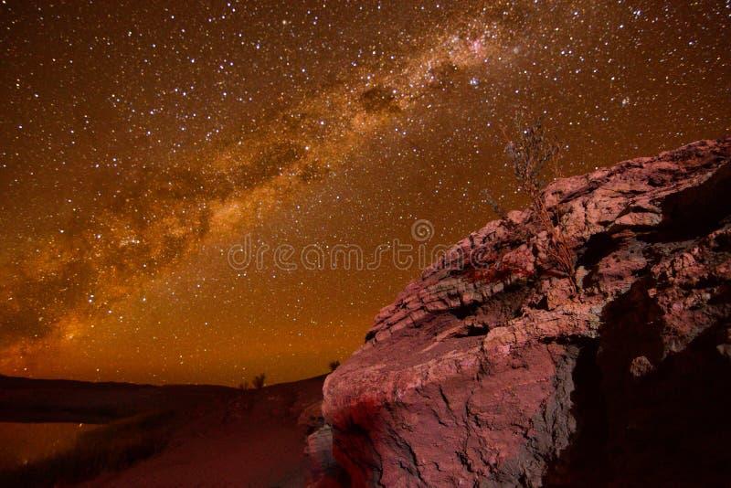 与星的天空夜在阿塔卡马沙漠 库存照片