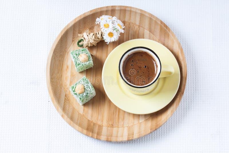 与春天样式的土耳其咖啡 库存图片