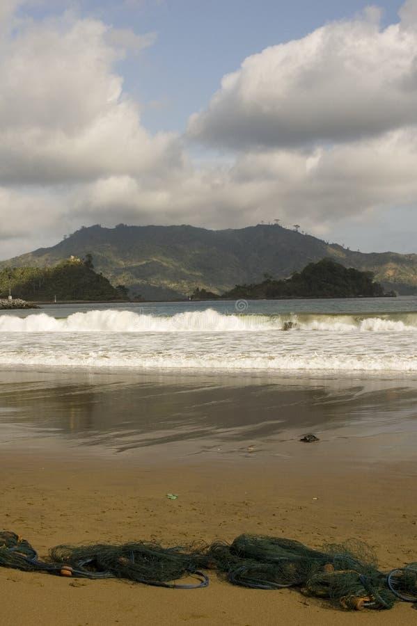 与暴风云的海滩 免版税库存图片