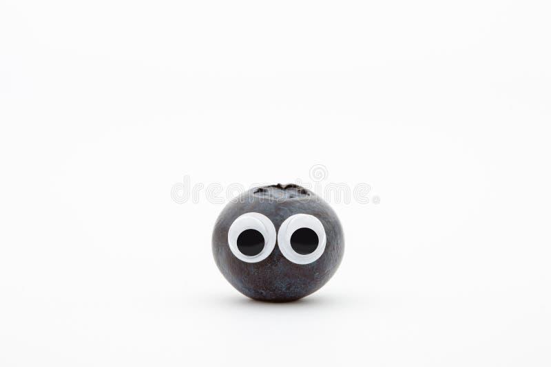 与曲棍球的眼睛的蓝莓在白色背景 免版税库存照片