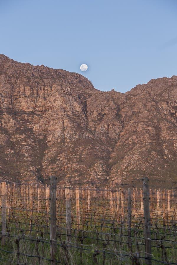 与月出的山 免版税图库摄影