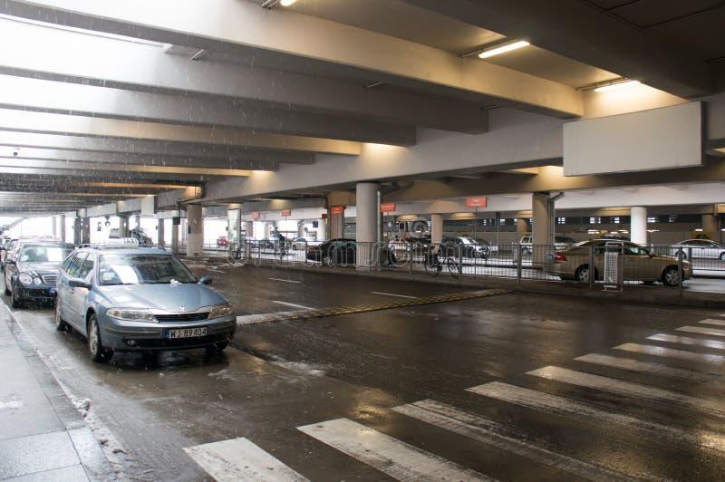 停车场在机场 库存图片