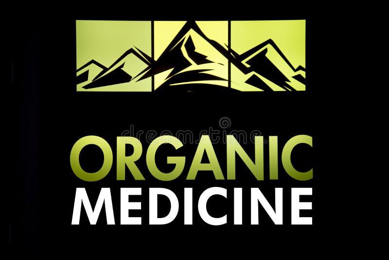 与有机大麻医学的山 免版税库存照片