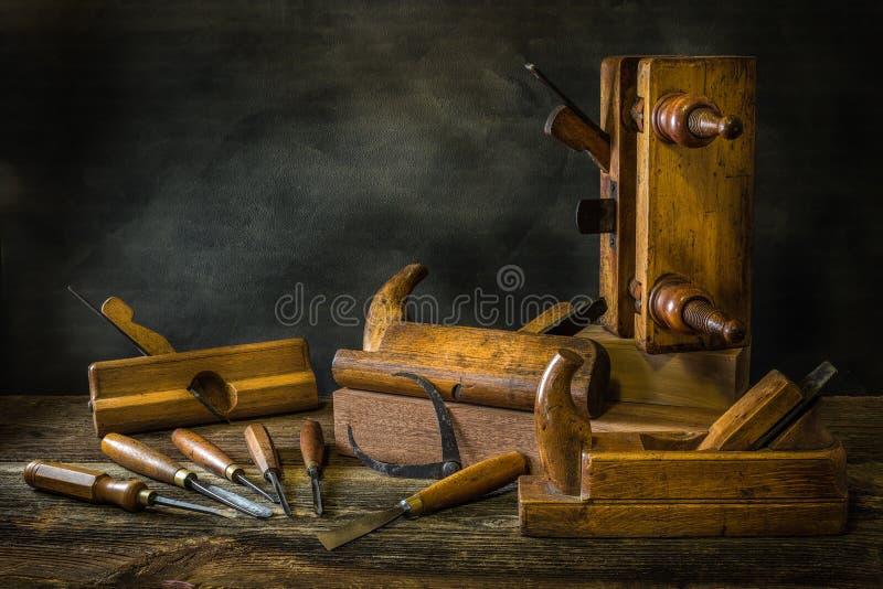 与木匠业工具的静物画,长凳飞行,木雕刻的凿子 库存图片
