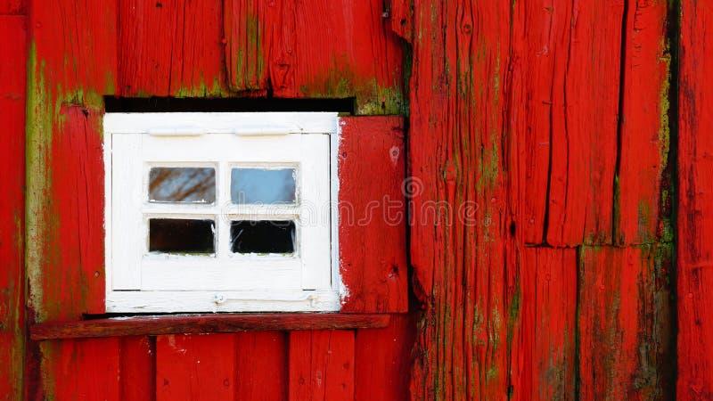 与木头的小白色窗口 库存照片