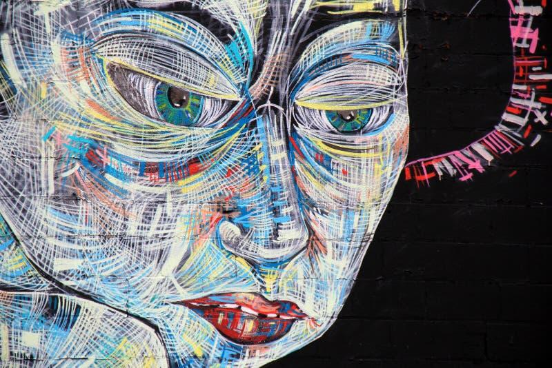 与未来派妇女,罗切斯特,纽约的面孔的大五颜六色的壁画, 2017年 库存图片