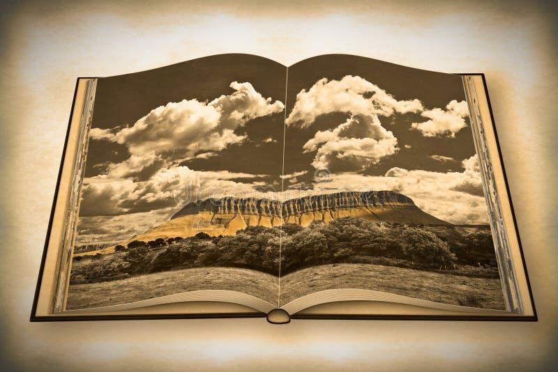 与本Bulben山的典型的爱尔兰风景叫tabl 图库摄影