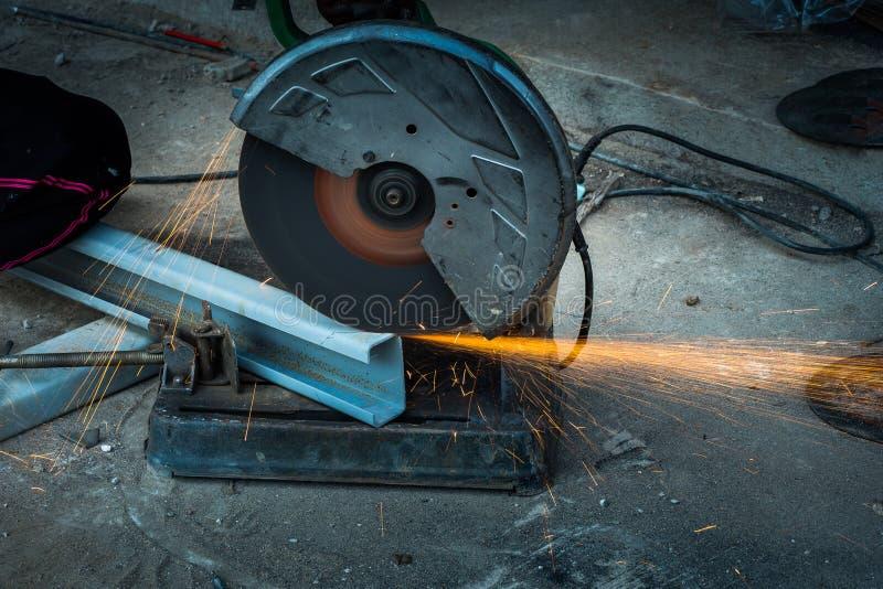 与机器的切口钢 库存照片
