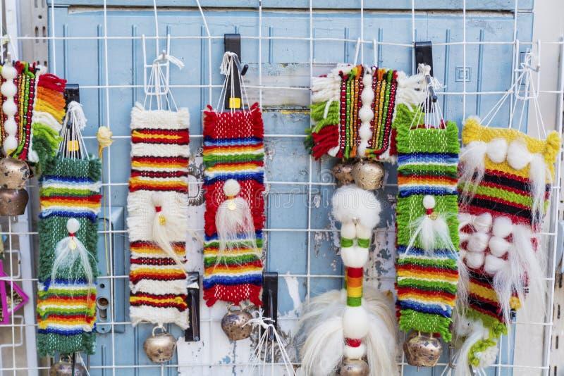 与条纹和明亮的颜色的传统保加利亚纪念品地毯 免版税库存照片