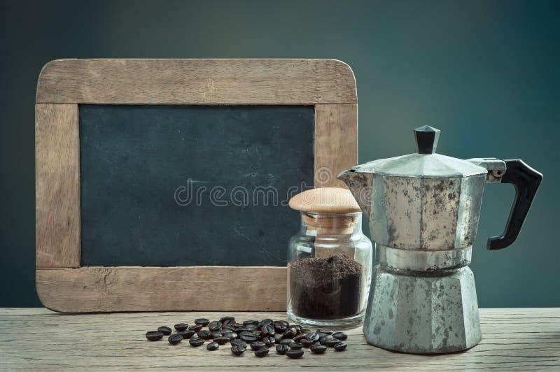 与板岩的浓咖啡 免版税库存照片