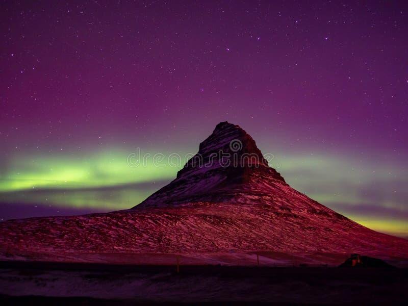 与极光的好的山景 库存图片