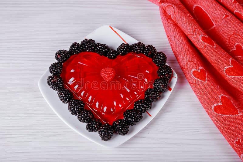 与果冻的美好的情人节在白色背景的形式红心 免版税库存图片