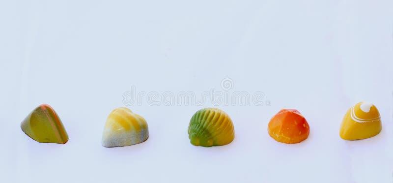 与果子味道的巧克力糖果 免版税库存照片