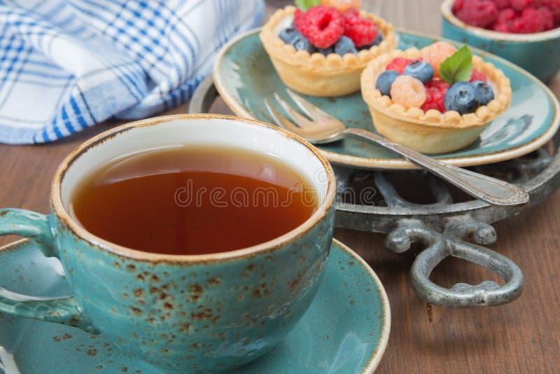 与果子果子馅饼的可口早餐 库存图片