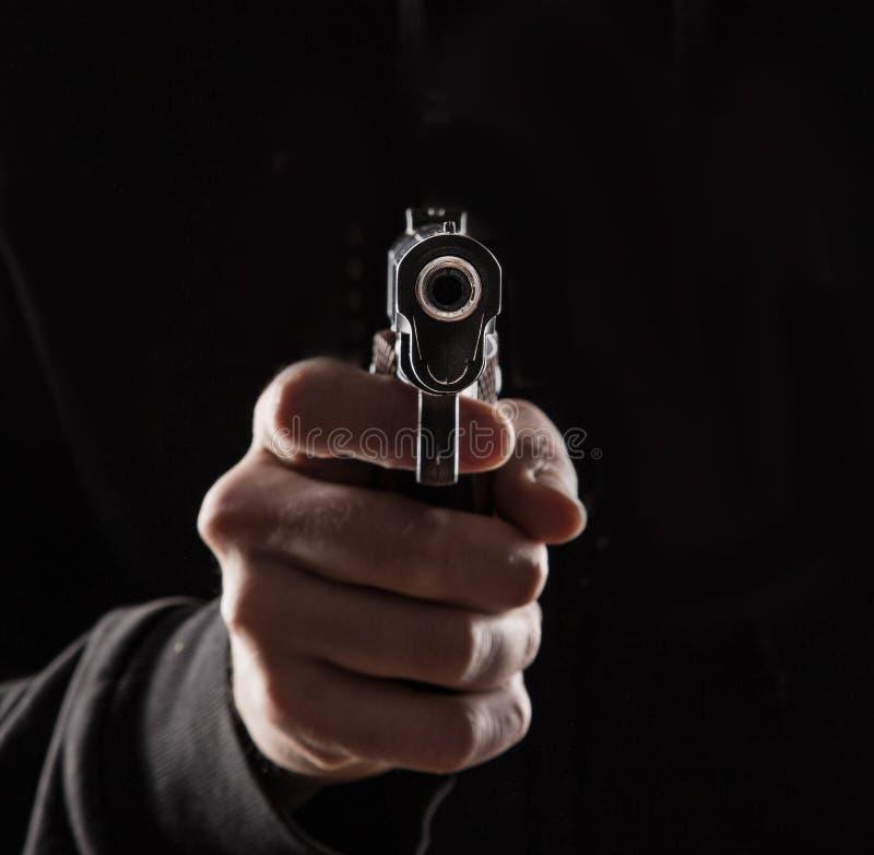 与枪的凶手 库存照片