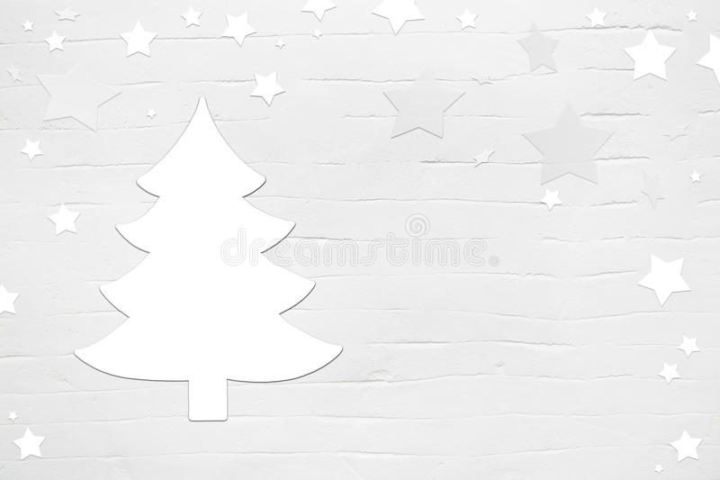 与树的白色圣诞节在破旧的别致st的背景和星 图库摄影