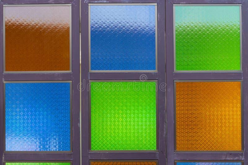 与样式的五颜六色的玻璃窗在玻璃 免版税库存图片