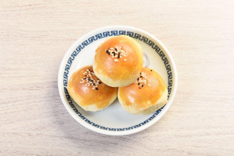 与核桃仁月饼的红豆酱 免版税库存照片