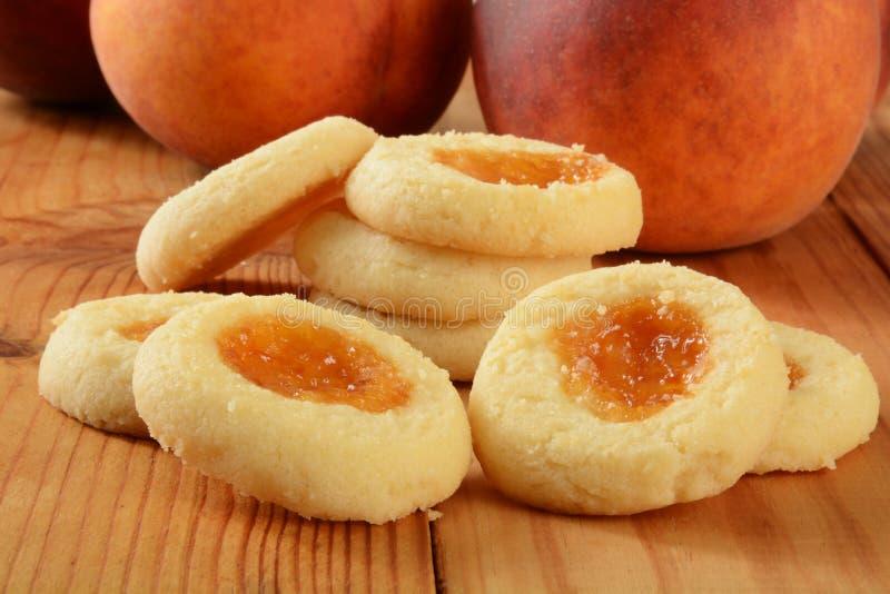与桃子装填的一种油脂含量较高的酥饼 免版税图库摄影