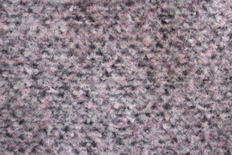 与桃红色开士米羊毛的灰色,灰色桃红色米黄样式针被编织的织品背景纹理做了棉花或羊毛 免版税图库摄影