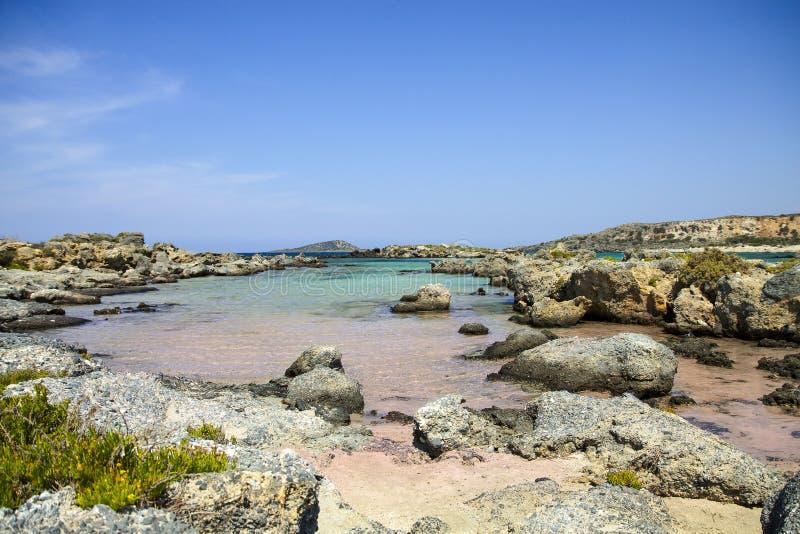 与桃红色沙子的Elafonisi海滩在克利特,希腊 免版税库存图片