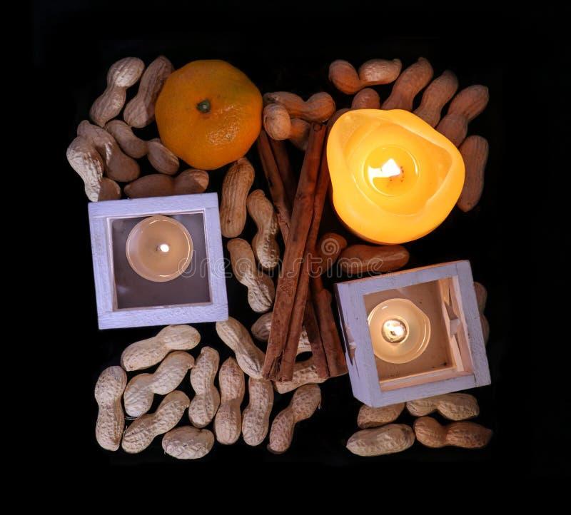 与桔子蜡烛的圣诞节装饰 图库摄影