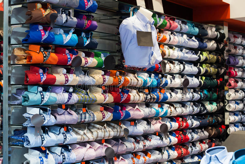 Download 与棉布衬衣的昂贵的服装店 库存图片. 图片 包括有 没人, 高雅, 方式, 对象, 界面, 许多, 贴现 - 59101849