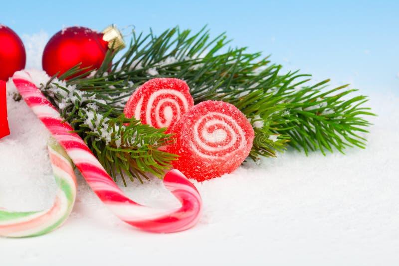 与棒棒糖的圣诞节装饰 库存照片