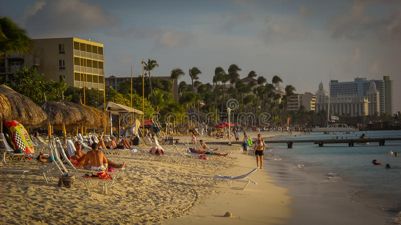 与棕榈滩旅馆和大西洋的阿鲁巴图象 免版税库存照片