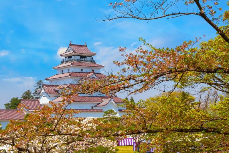 与樱花的会津若松市城堡在福岛,日本 库存图片
