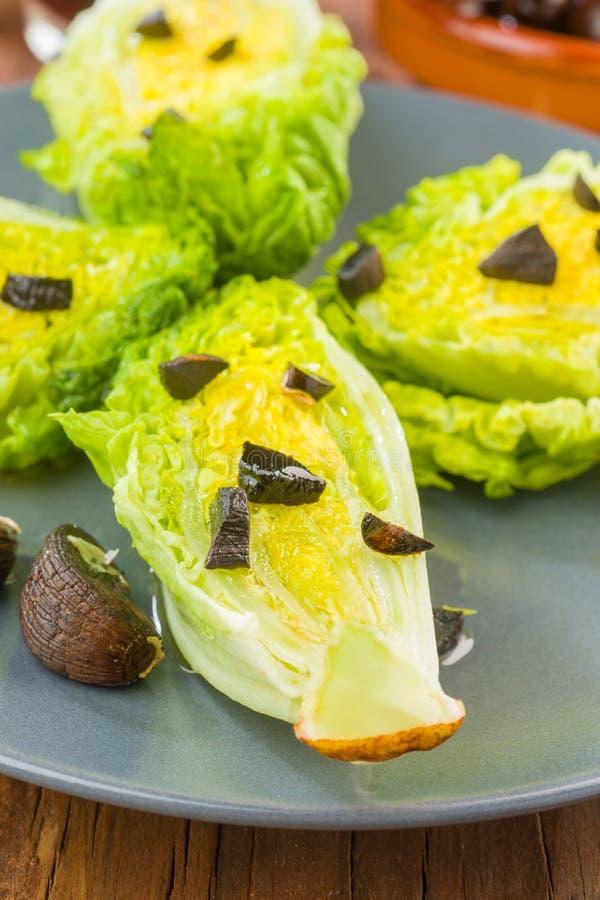 与橄榄油的莴苣心脏 库存照片