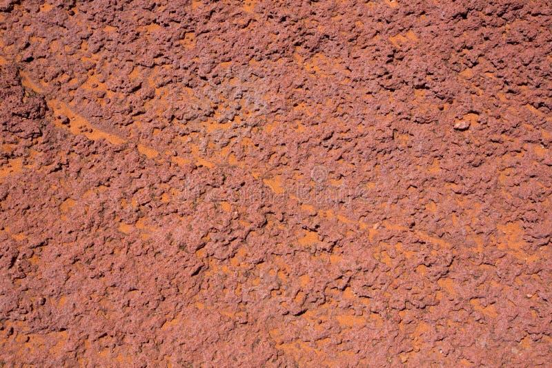 与橙色沙漠沙子的亚利桑那红色石细节 库存图片