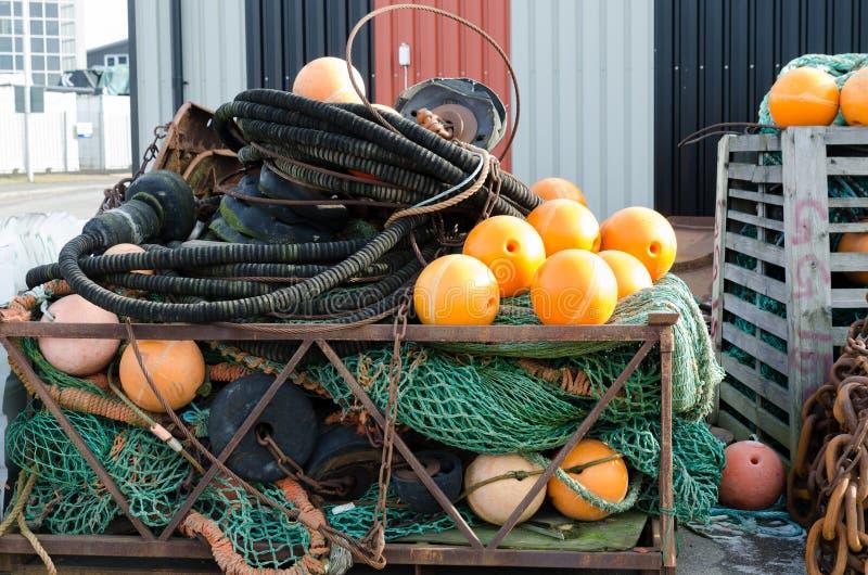 与橙色浮游物的捕鱼网 免版税库存照片