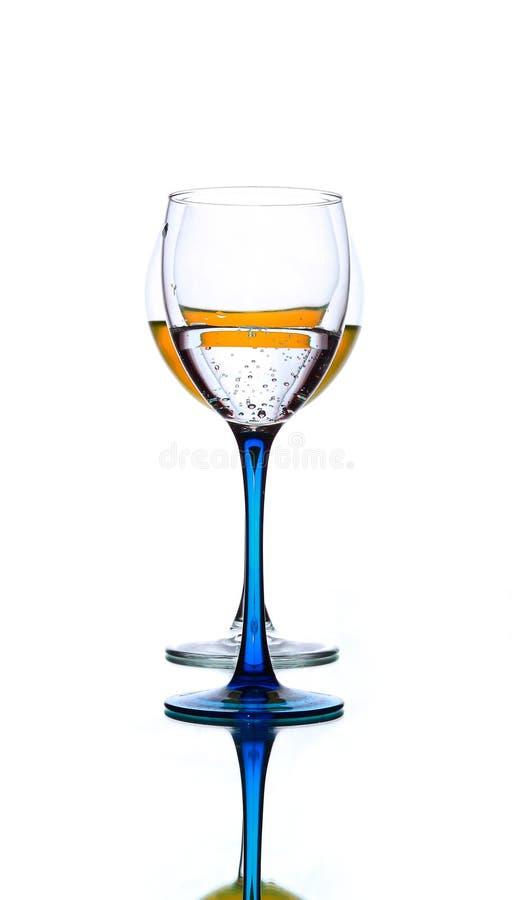 与橙色液体的玻璃 免版税图库摄影