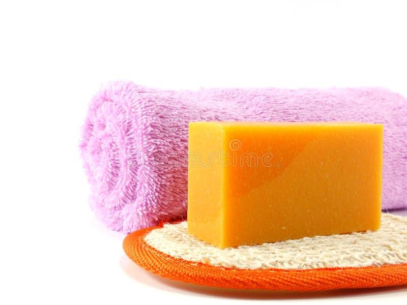 与橙色肥皂的自然逆风行驶海绵 免版税图库摄影