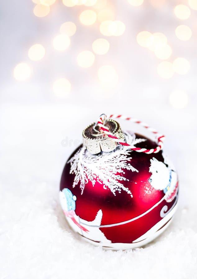 与欢乐发光的装饰和圣诞节锂的圣诞卡 免版税库存图片