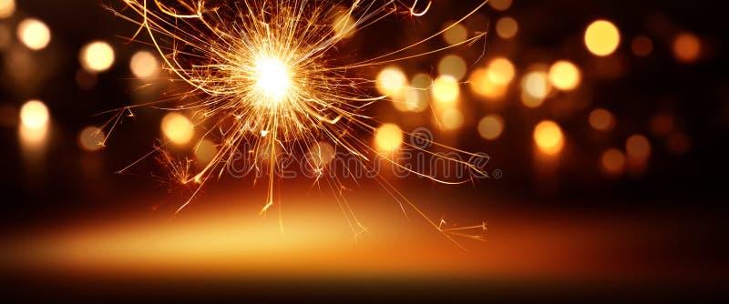 与欢乐bokeh的奇迹蜡烛和斑点点燃 库存照片