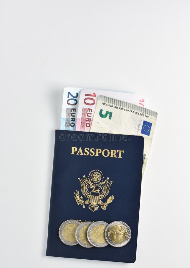 与欧洲货币或欧元的美利坚合众国护照 免版税库存图片