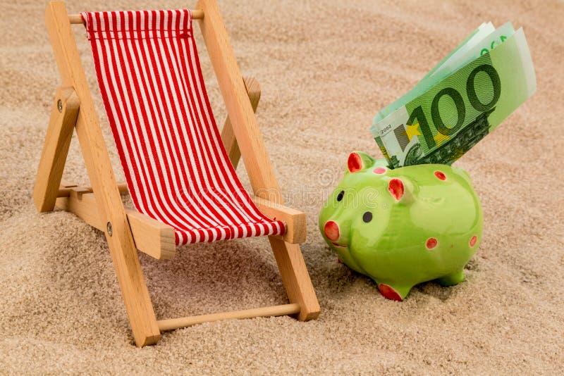 与欧洲票据的海滩睡椅 库存图片