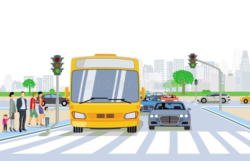 与步行者和行人交叉路的公路交通 库存例证