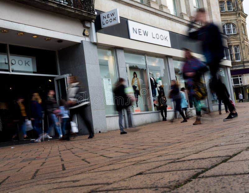 与步行者的新的神色商店正面 免版税库存图片