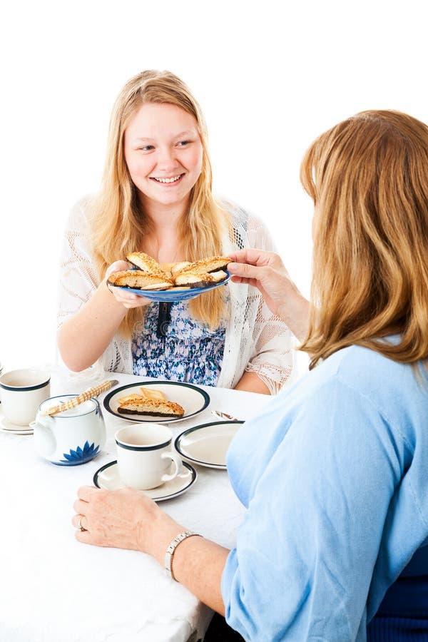 与母亲的茶会 库存照片