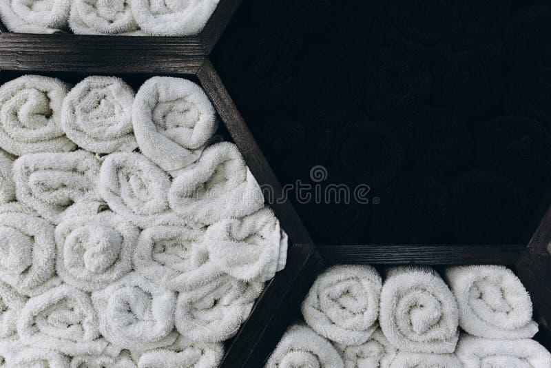 与毛巾的木架子以蜂窝的形式 库存图片
