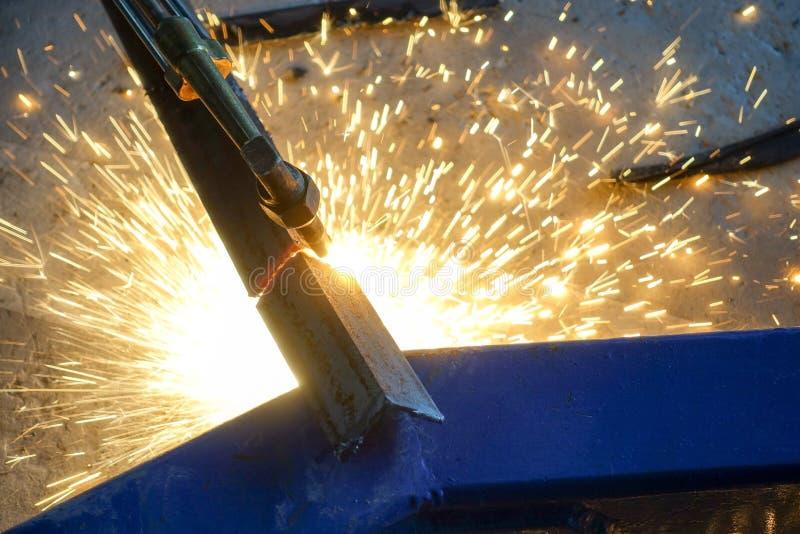 与气体火炬的切口钢 免版税库存图片
