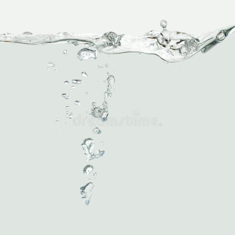 与气泡的水波 免版税库存照片