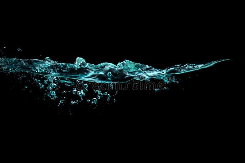 与氧气泡影的健康和淡水 金黄波纹水面 图库摄影