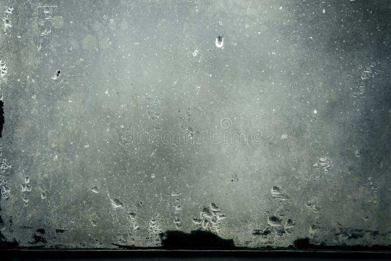 与水蒸气结露下落的肮脏的玻璃 免版税库存照片